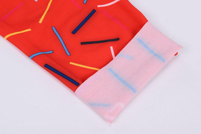 Seamless raw cut leg sleeves finish